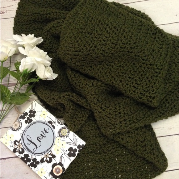 Accessories - Oversized hand knit blanket scarf